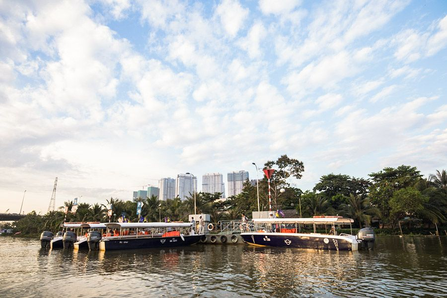 Les Rives Speedboat in Tan Cang Pier
