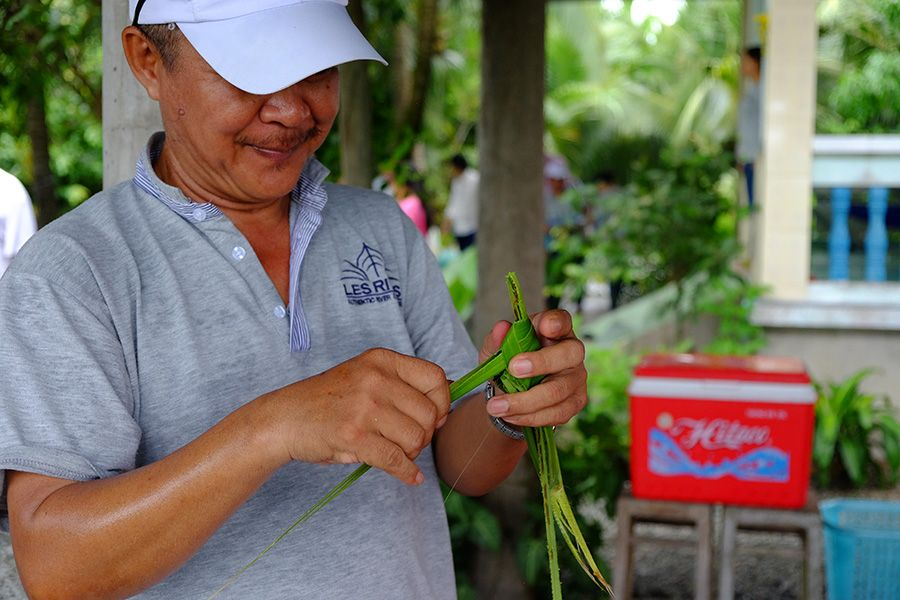 Making Grasshopper by coconut leaves