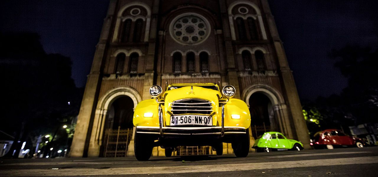 Saigon 2CV Tour at night