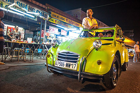 Saigon by night 2CV car