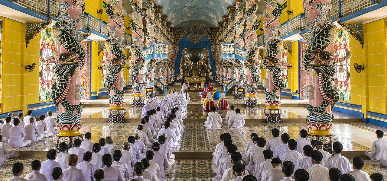 Cao Dai Temple Tour