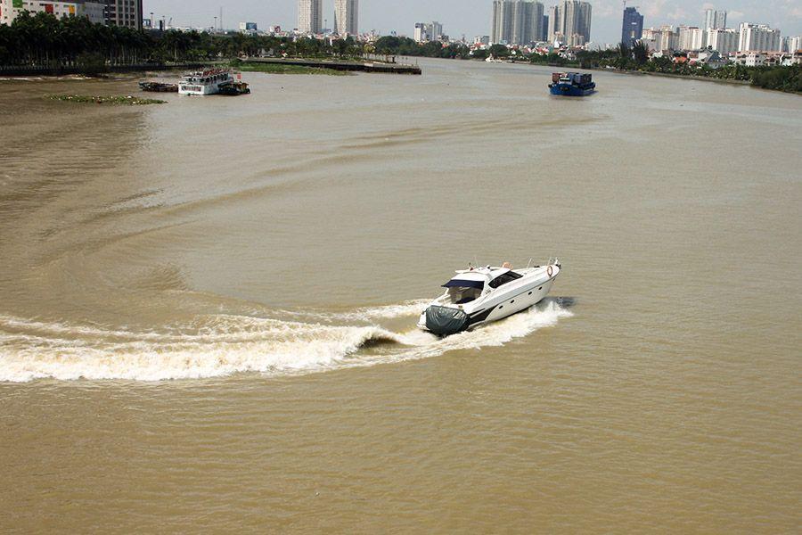luxury_yacht_saigon_river